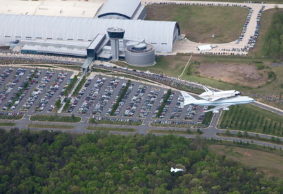space shuttle discovery at dulles airport - photo #42